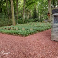 Merode-Ehrenfriedhof-Marienbildchen-15