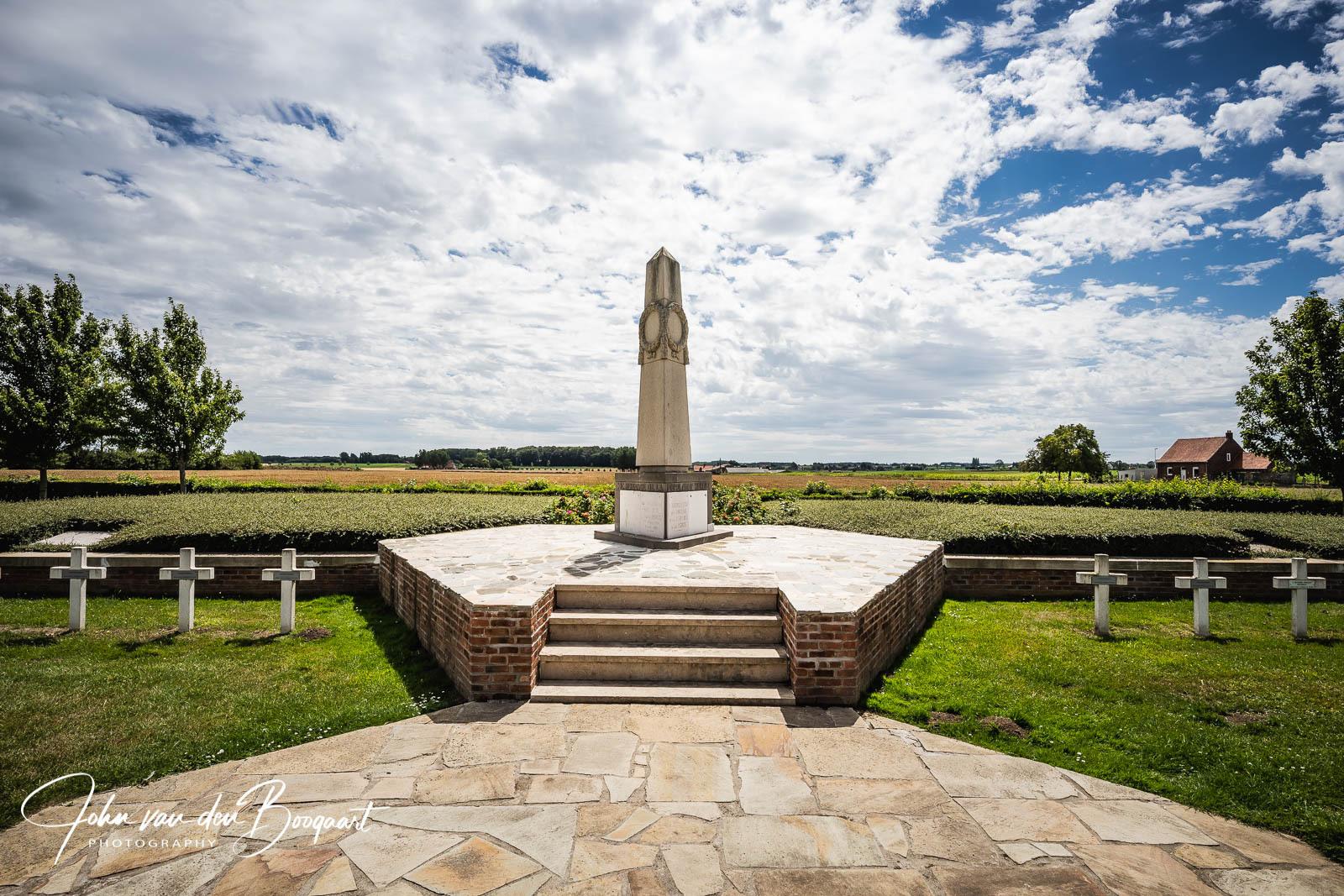 Saint Charles de Potyze Obelisk-en-massagraf