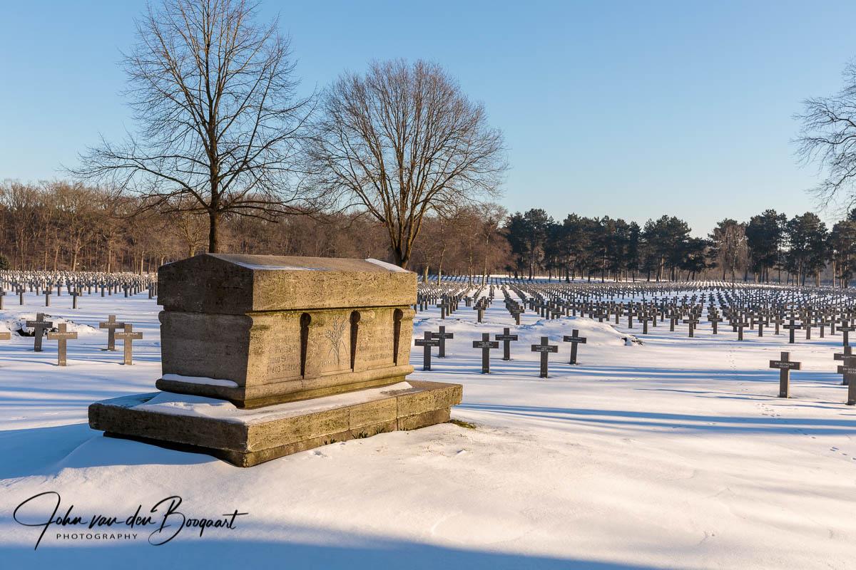 Ysselsteyn-Duitse-begraafplaats-in-de-sneeuw-1