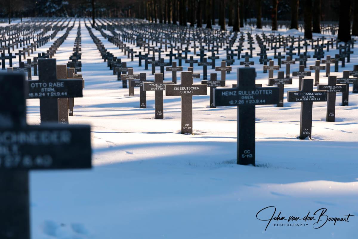 Ysselsteyn-Duitse-begraafplaats-in-de-sneeuw-11
