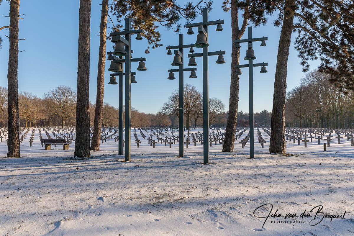 Ysselsteyn-Duitse-begraafplaats-in-de-sneeuw-12