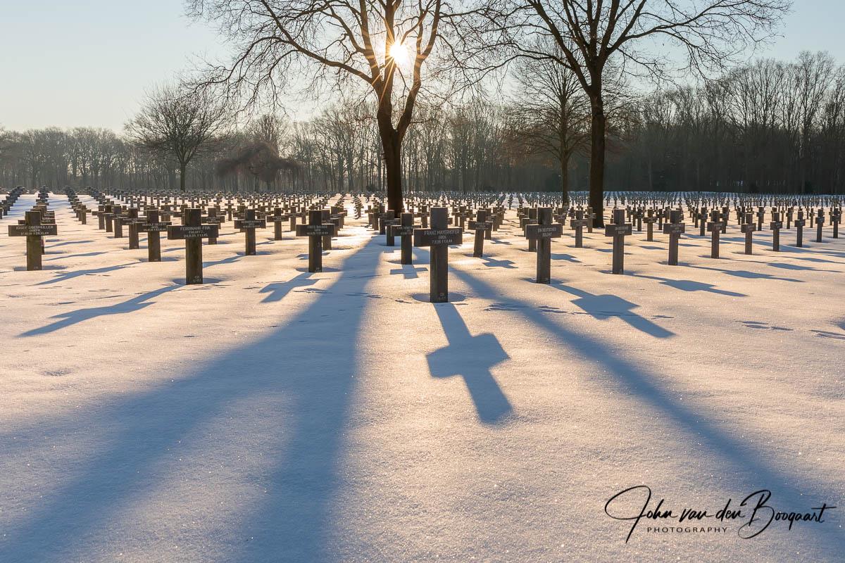 Ysselsteyn-Duitse-begraafplaats-in-de-sneeuw-2
