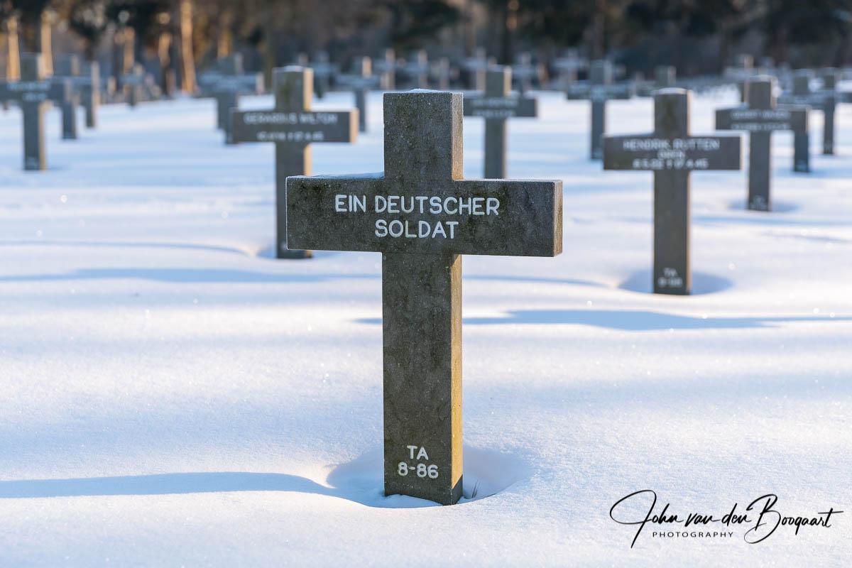Ysselsteyn-Duitse-begraafplaats-in-de-sneeuw-5