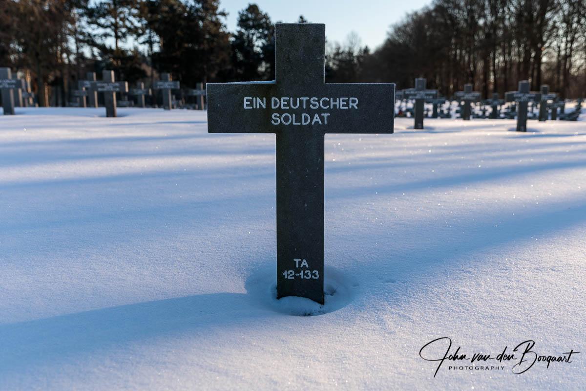 Ysselsteyn-Duitse-begraafplaats-in-de-sneeuw-6