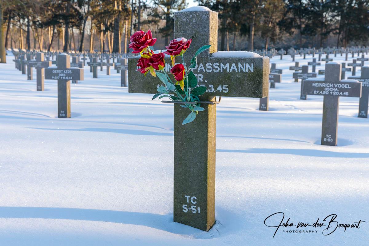 Ysselsteyn-Duitse-begraafplaats-in-de-sneeuw-7