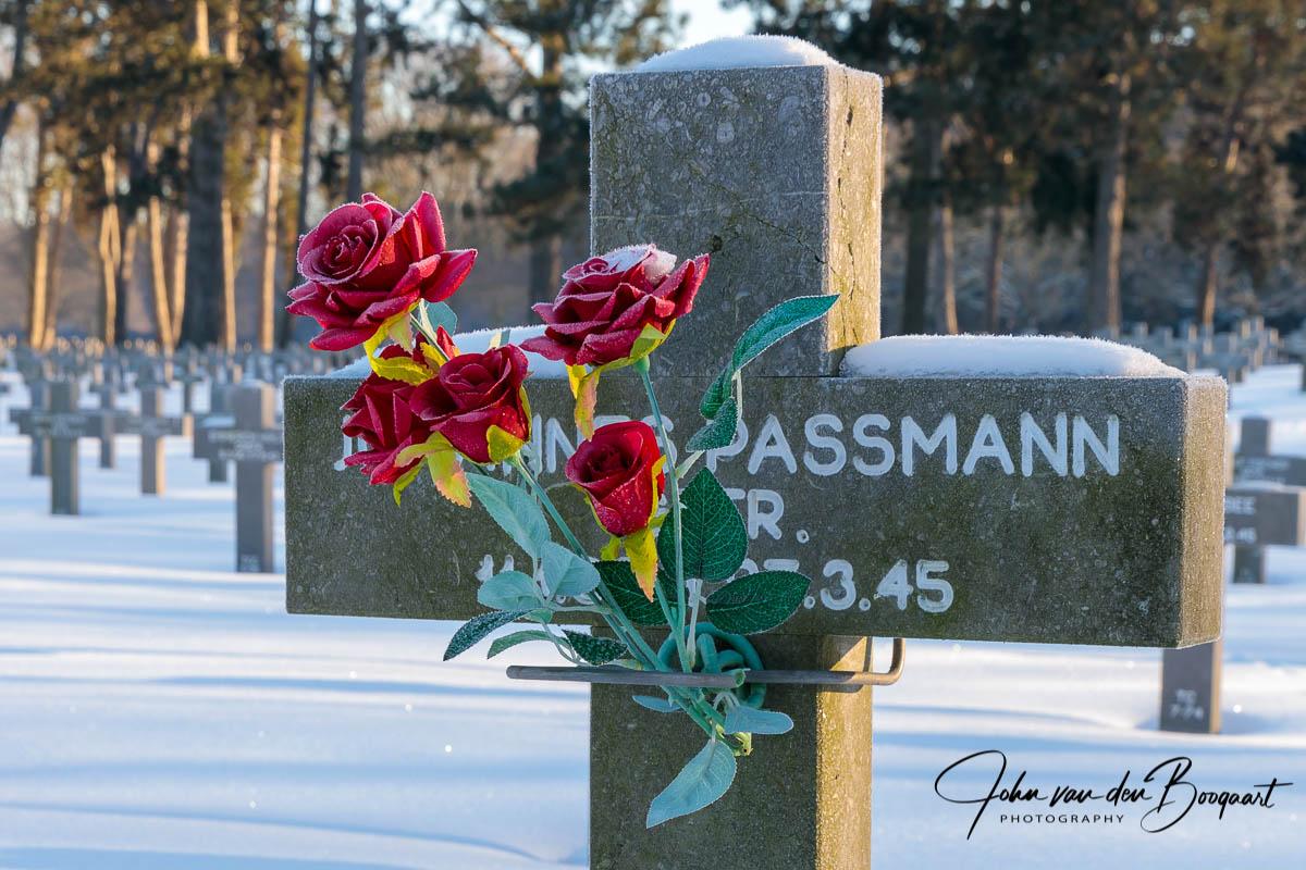 Ysselsteyn-Duitse-begraafplaats-in-de-sneeuw-8