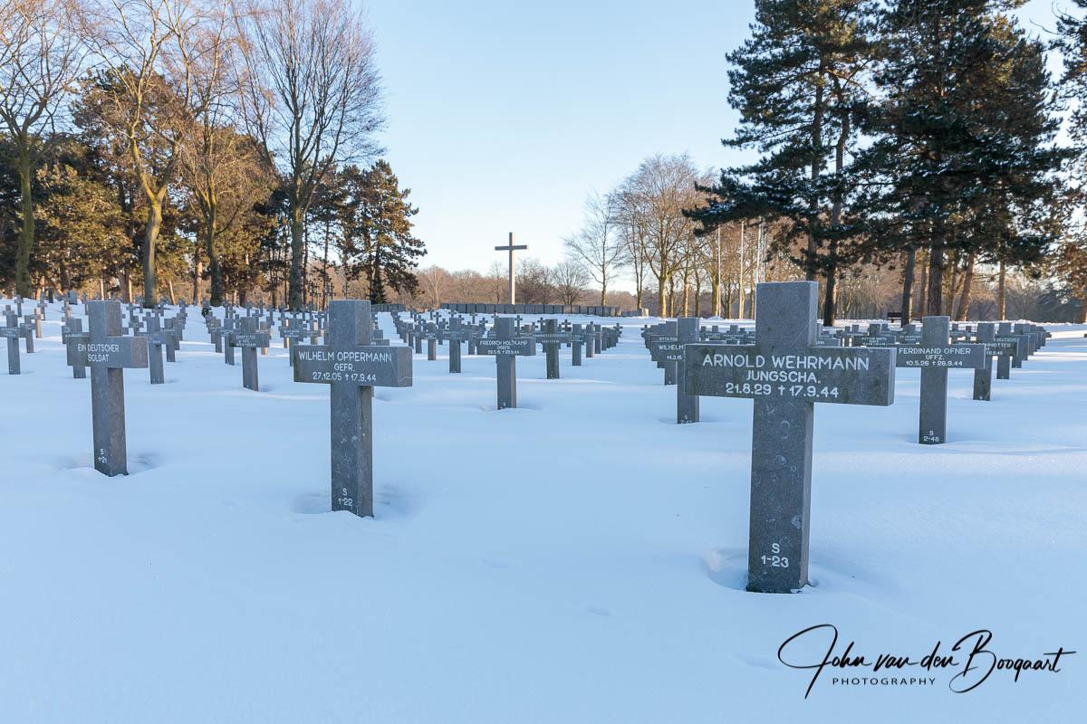 Ysselsteyn-Duitse-begraafplaats-in-de-sneeuw-9