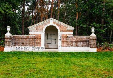 Oorlogsgraven beklad in Mierlo